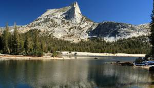 Cathedral_Peak_and_Lake_in_Yosemite