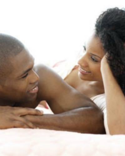 black-couple-talking-in-bed enorfaslitnaomilane blogspot com