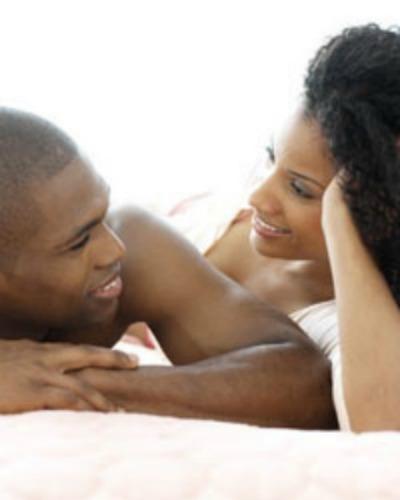 black-couple-talking-in-bed enorfaslitnaomilane blogspot com
